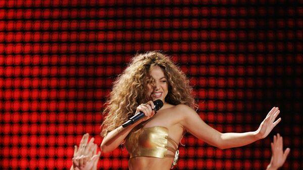 Шакира во время выступления на 49th Annual Grammy Awards в Лос-Анджелесе. 2007 год