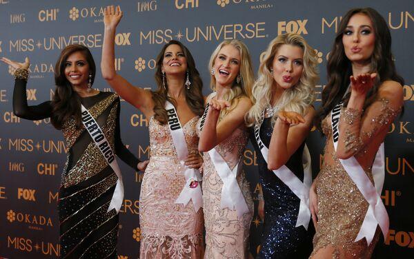 На красной ковровой дорожке Мисс Пуэрто-Рико, Мисс Перу, Мисс Норвегия, Мисс Швеция, Мисс Польша