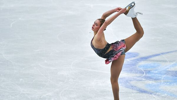 Анна Погорилая (Россия) выступает в произвольной программе женского одиночного катания на чемпионате Европы по фигурному катанию в Остраве