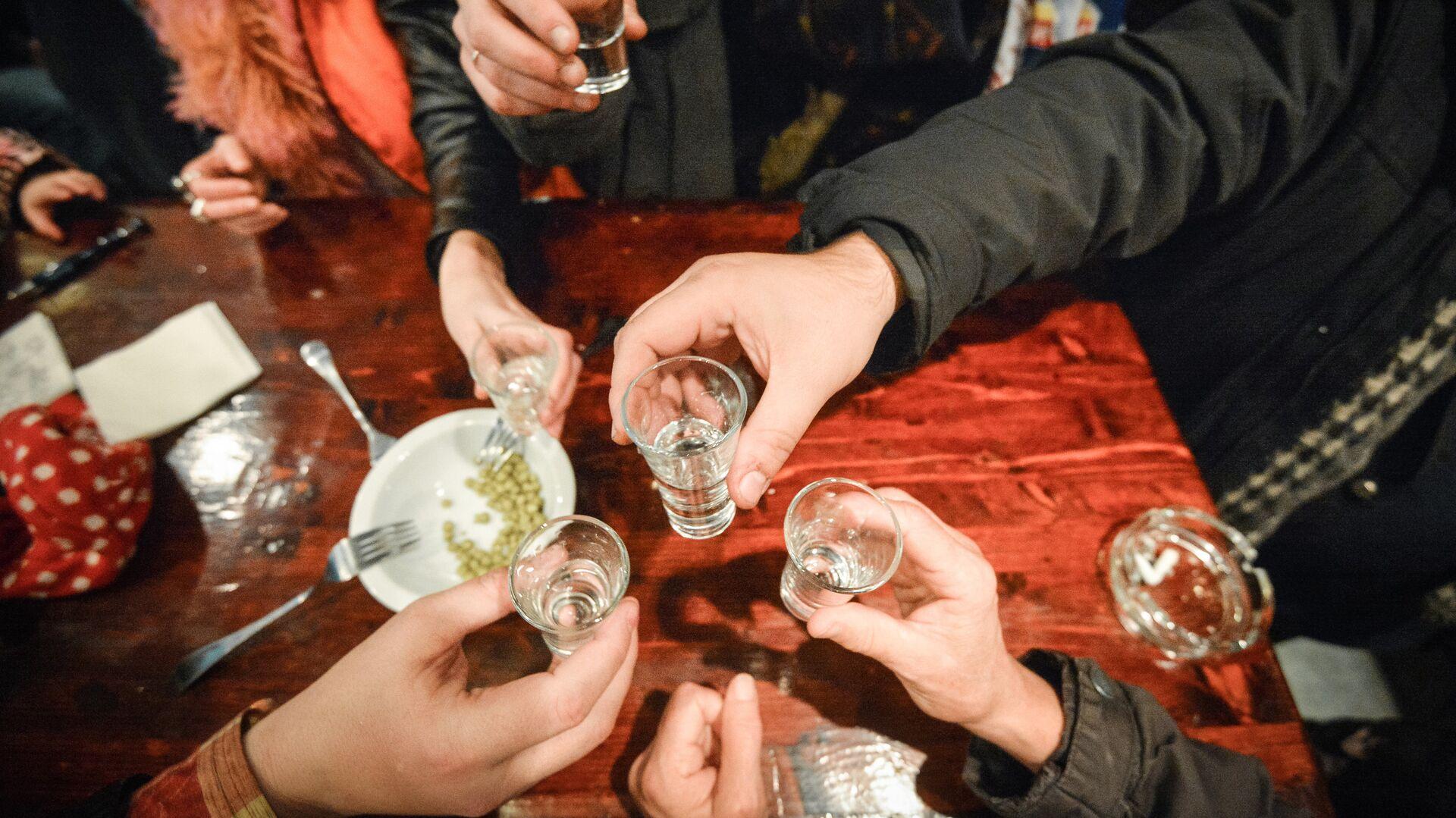 Ученые назвали фактор, усугубляющий действие алкоголя на печень