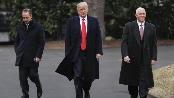 Президент США Дональд Трамп в сопровожении вице-президента Майка Пенса и главы аппарата Белого дома Райнса Прибуса. Архивное фото