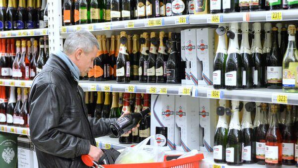 Алкогольные товары - одна из самых выгодных категорий для розничных продавцов. Наценка на фирменность здесь может достигать сотен и даже тысяч процентов.