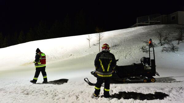 Сотрудники службы спасения в итальянских Альпах