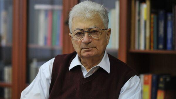 Юрий Оганесян, академик, научный руководитель лаборатории ядерных реакций имени Флёрова. Архив