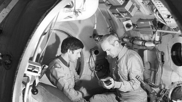 Экипаж космического корабля Союз Т-13