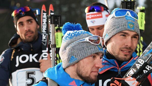 Мартен Фуркад, Александр Логинов и Антон Шипулин после смешанной эстафеты чемпионата мира по биатлону