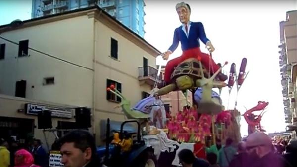 Фигура на празднике в тосканском городе Фоллоника