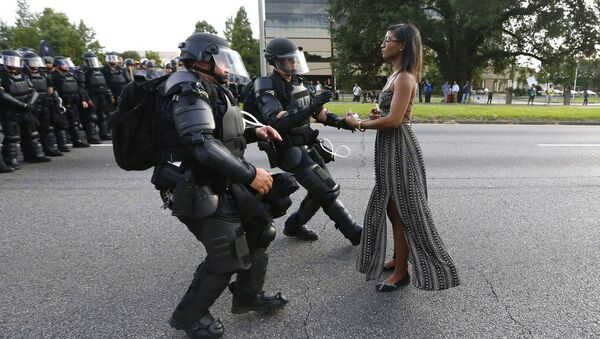 Taking a Stand in Baton Rouge фотографа Jonathan Bachman занявшего первое место в категории Проблемы современности в фотоконкурсе World Press Photo