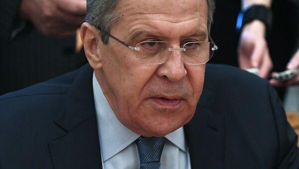 Министр иностранных дел России Сергей Лавров во время встречи со спецпосланником ООН по Сирии Стаффаном де Мистурой