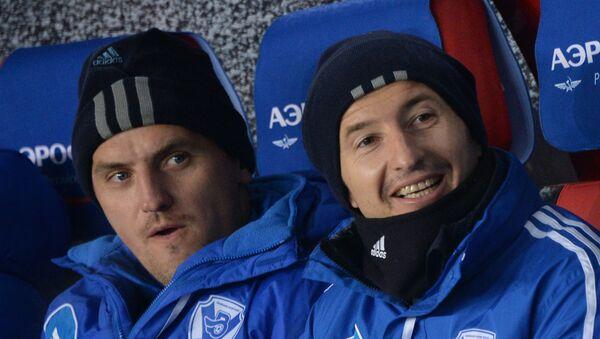 Футболисты Дмитрий Булыкин и Евгений Алдонин. Архивное фото