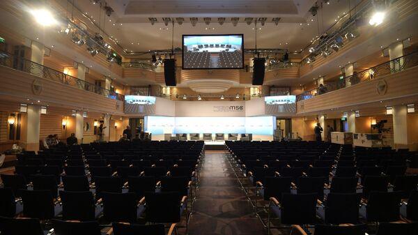 Конференц-зал во время подготовки к Мюнхенской международной конференции по безопасности MCSC