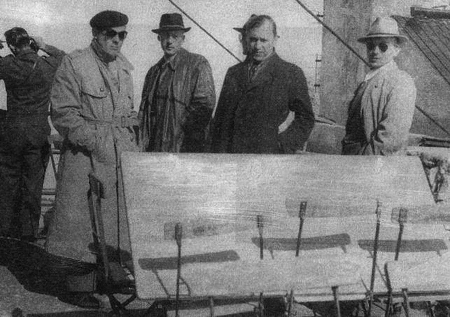 Микола Лебедь (в берете) и курсанты английской разведшколы перед заброской в Советский Союз