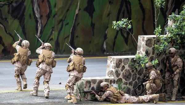 Вооруженные силы ОАЭ во время военного шоу на церемонии открытия Международной выставки вооружения IDEX 2017 в Абу-Даби