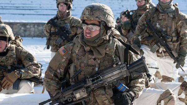 Американские военнослужащие на демонстрации военной техники. Архивное фото