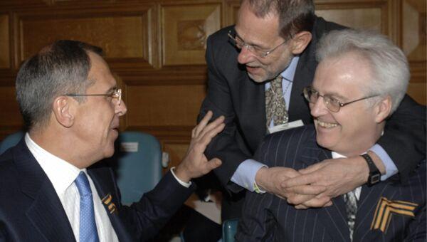 Министр иностранных дел России Сергей Лавров (слева), генеральный секретарь Совета Европейского Союза Хавьер Салана и постоянный представитель России при ООН Виталий Чуркин (справа) во время министерской встречи в штаб-квартире ООН в Нью-Йорке