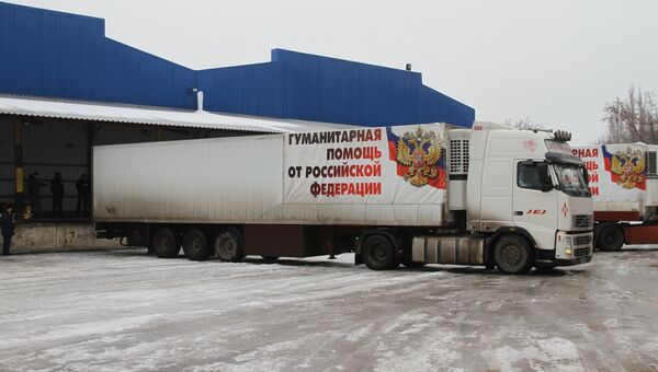 Автомобили МЧС России с гуманитарным грузом для жителей Донбасса. Архивное фото
