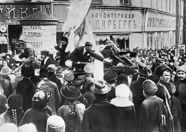 Митинг на площади в Харькове в дни февральской революции. 1917 год