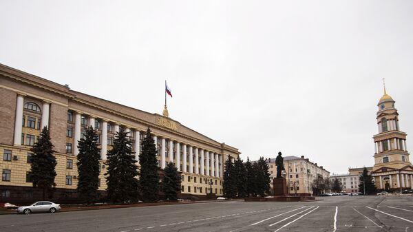 Здание Областной администрации и Кафедрального собора на Соборной площади в Липецке