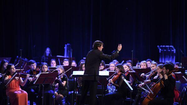 Юрий Башмет выступает на гала-концерте закрытия 10-го зимнего международного фестиваля искусств в Сочи