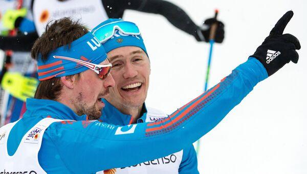 Сергей Устюгов и Никита Крюков, завоевавшие золотую медаль в мужском командном спринте во время чемпионата мира в финском Лахти. 26 февраля 2017