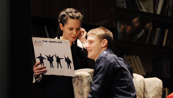 Дарья Авратинская и Павел Табаков в сцене из спектакля Год, когда я не родился в Театре п/р Олега Табакова
