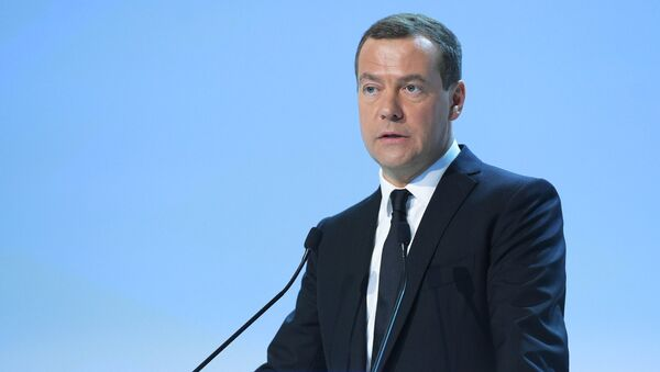 Председатель правительства РФ Дмитрий Медведев выступает на пленарном заседании Инвестиции в регионы России: приоритеты региональной политики на Российском инвестиционном форуме в Сочи