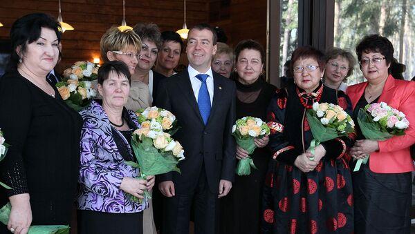 Дмитрий Медведев во время встречи с женщинами - представительницами различных профессий