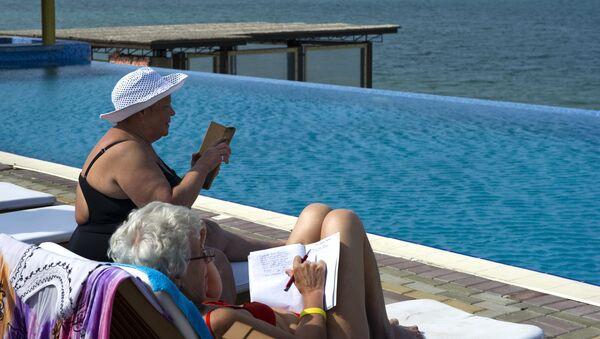 Пенсионеры на отдыхе. Архивное фото