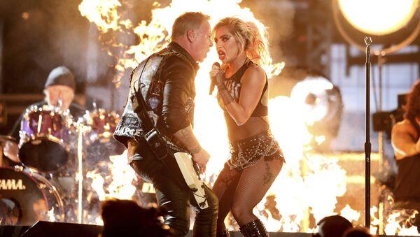 Группа Metallica и Леди Гага на 59-й ежегодной премии Грэмми в Лос-Анджелесе
