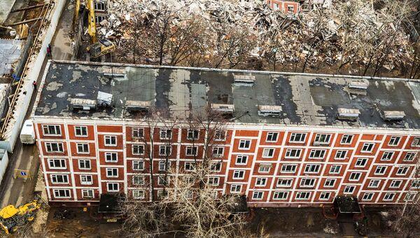 Снос пятиэтажного жилого дома по улице Народного ополчения в Москве. 2 марта 2017 год