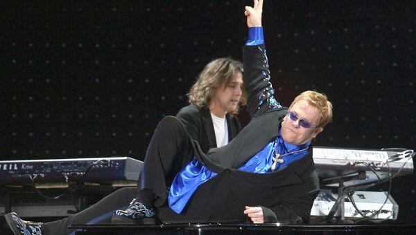 Выступление британского певца Элтон Джон, 16 июня 2007