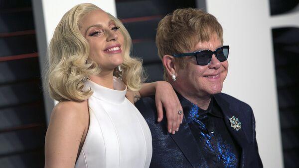 Певица Lady Gaga и британский музыкант Элтон Джон в Беверли-Хиллз, штат Калифорния, 28 февраля 2016