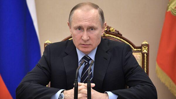 Президент РФ Владимир Путин проводит очередное совещание с членами правительства РФ. 14 марта 2017. Архивное фото