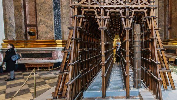Макет лесов для установки колонн Исаакиевского собора