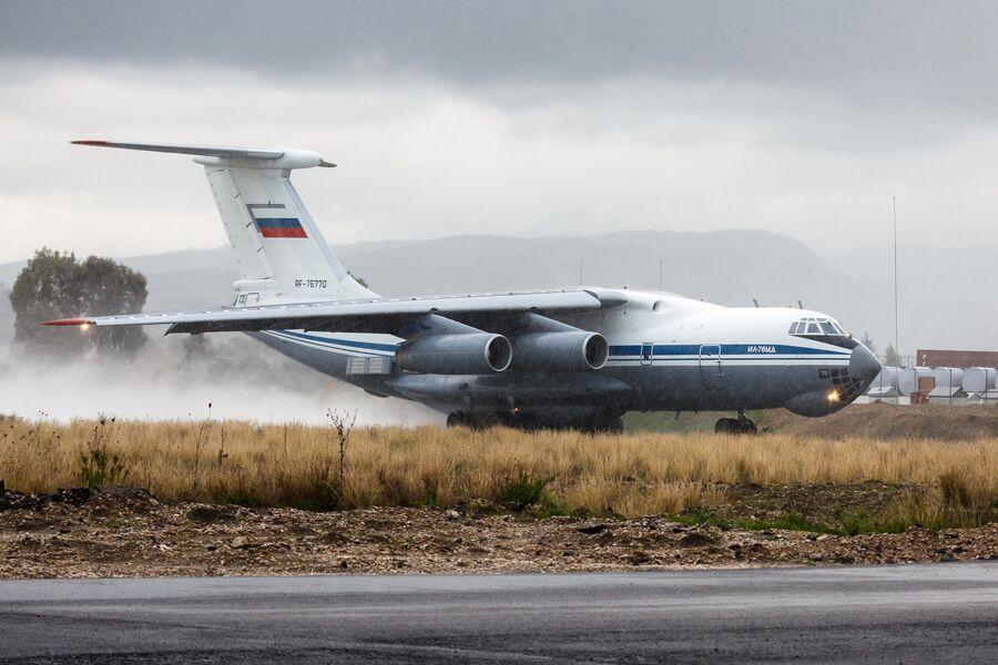 Самолет Ил-76 МД ВКС России на авиабазе Хмеймим в Сирии перед вылетом в пункт постоянной дислокации на территории России