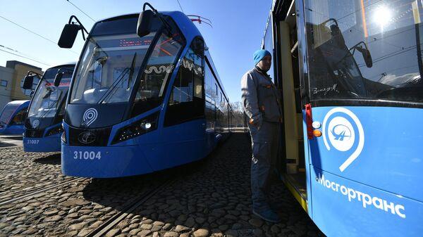 Новые российские трамваи Витязь-М в трамвайном депо имени Баумана в Москве