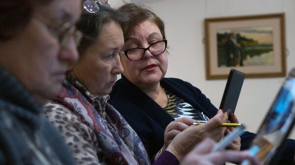 Пожилые люди в Москве. Архивное фото