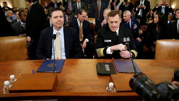 Директор ФБР Джеймс Коми и директор АНБ Майкл Роджерс на слушаниях о вмешательстве России в президентские выборы США в Вашингтоне. 20 марта 2017 года