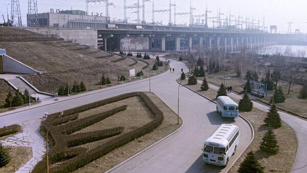 Вид на Волжскую ГЭС имени XXII съезда КПСС