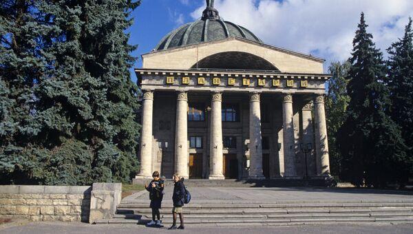 Вид на здание Волгоградского планетария