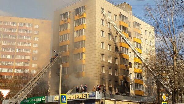 Пожар в жилом доме на ул. Изумрудная в Москве