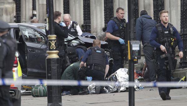 Автомобиль, врезавшийся в ограждение во время нападения у здания парламента в Лондоне
