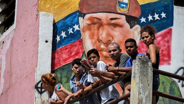 Граффити с изображением Уго Чавеса в Каракасе, Венесуэла. Архивное фото