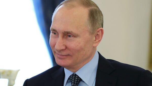 Президент РФ Владимир Путин во время встрече с лидером политической партии Франции Национальный фронт, кандидатом в президенты Франции Марин Ле Пен