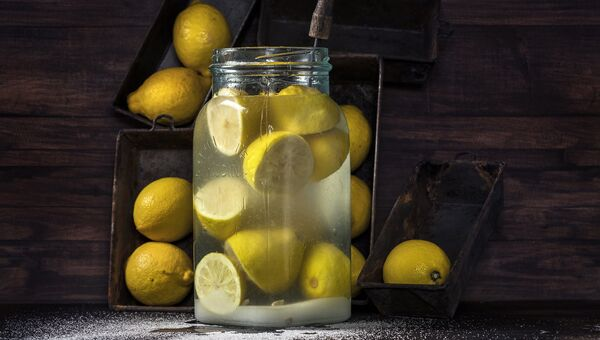 Работа фотографа из Финляндии Antti Hallakorpi Homemade lemon beverage для 2017 Sony World Photography Awards