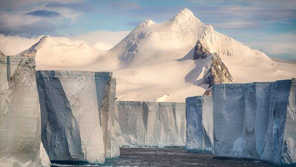 Работа фотографа из Франции Josselin Cornou Tabular iceberg для 2017 Sony World Photography Awards