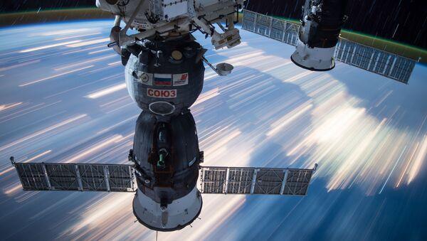 Капсулы кораблей Союз, пристыкованные к МКС