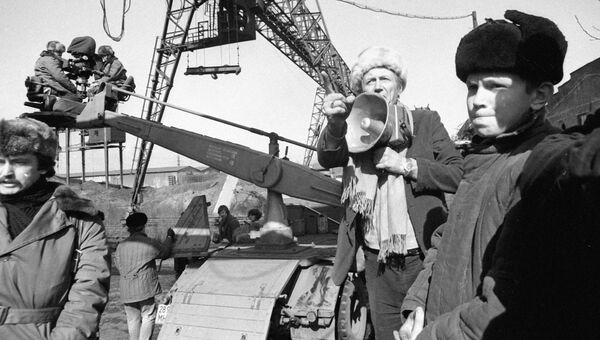 Евгений Евтушенко на съемочной площадке. 1983 год