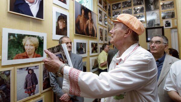 Поэт Евгений Евтушенко на открытии собственного музея в Переделкино