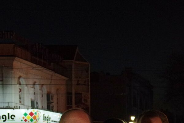 Глава Крыма Сергей Аксенов, глава администрации Симферополя Геннадий Бахарев во время акции памяти по погибшим в результате взрыва в метро Санкт-Петербурга в Симферополе.